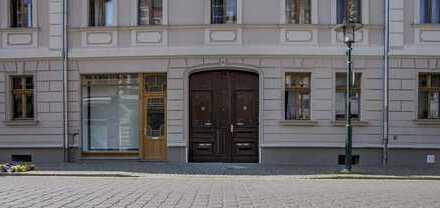 LEHNITZSEE-IMMOBILIEN: Mehrfamilienhaus mit Gewerbeeinheit und Nebengelass