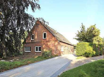 Reiterhof im Kurort Wingst: Haus mit Pferdeboxen, neu gebautem Reitplatz und 13.859 qm Weide