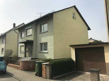 Schöne modernisierte Wohnung mit drei Zimmern und Balkon in Hemsbach