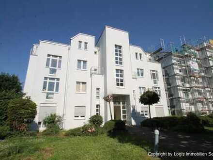 Anspruchsvolle Komfortwohnung mit 4 Balkone und giebelhohen Decken im Wohnzimmer