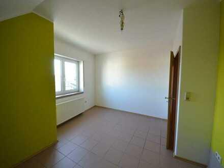 Gepflegte 3-Zimmer-Dachgeschosswohnung mit EBK in Grolsheim