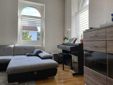 Modernisierte, großzügige 3,5 Zimmer Altbau Wohnung mit Gäste WC und Einbauküche