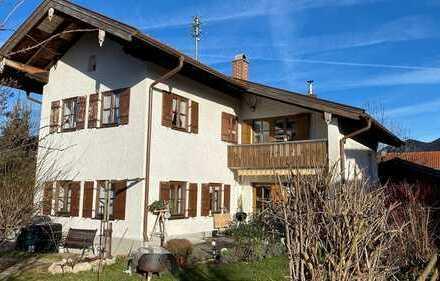 Älteres Haus mit 2 Wohnungen * Anbau weiterer Wohnungen etc. möglich
