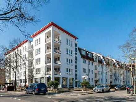 Lichtdurchflutete, modernisierte 3-Zimmer-Wohnung mit Balkon in Steglitz, Berlin