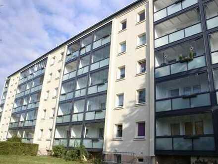 Familie willkommen! Sanierte 4-Raum-Wohnung mit verglastem Balkon ab August 2019 zu vermieten