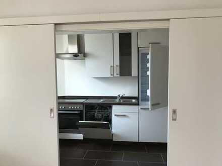 Vollständig renovierte 3-Zimmer-Wohnung mit Balkon und EBK in Bremen
