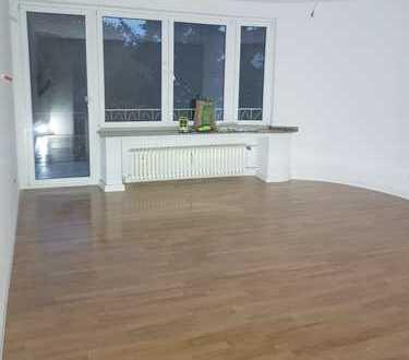Erstbezug nach Sanierung mit Balkon: attraktive 3-Zimmer-Wohnung