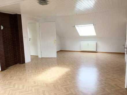Moderne 3 Zimmer und 2 Bäder DG-Wohnung mit EBK !