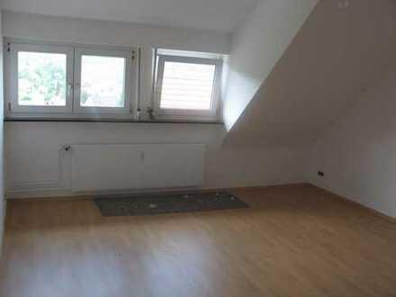 Schöne 3-Zimmer-DG-Wohnung zu vermieten