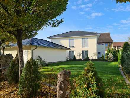 Neuwertige 4-Zimmer-DG-Wohnung mit Balkon und EBK in Westhausen