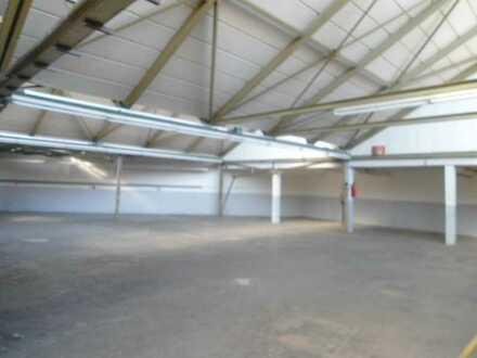 Preiswerte Lager/Produktionshalle mit Büro und Parkplätzen in Reutlingen zu vermieten