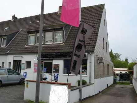 Gut gelegene Doppelhaushälfte mit 3 Wohnungen und 2 Gewerbeeinheiten in Köln-Rodenkirchen