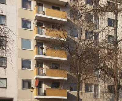 Gepflegte und geräumige 2-Zimmer-Wohnung mit Balkon und Aufzug in beliebter Lage Moabits!
