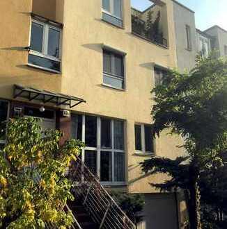 Townhouse im Bauhausstil  in Tiergarten – nahe Botschaftsviertel