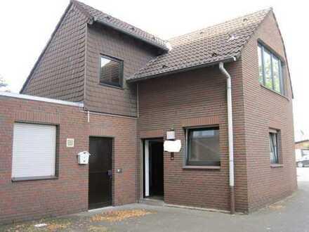 Kleines Haus im Hofbereich, 3,5 Zimmer mit gesamt ca. 78 m² Wfl. + Garten + Garage, Bj. 86.