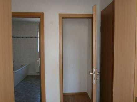 Geräumige Zwei-Raum-Wohnung im Erdgeschoss