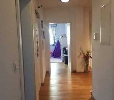 Helle, moderne, zentral gelegen 4-Zimmer Wohnung zu vermieten