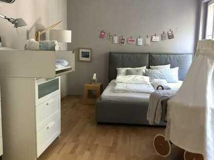 Traumhafte 4-Zimmer-Wohnung mit EBK und Balkon