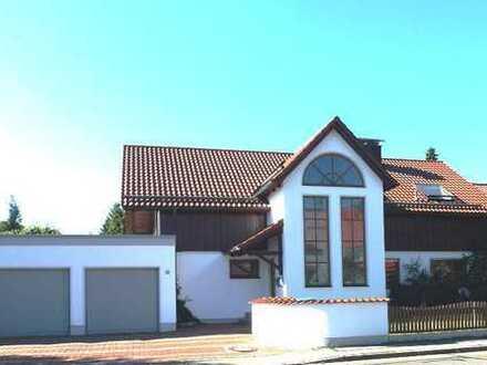 Coole Dachgeschosswohnung mit Sichtdachstuhl