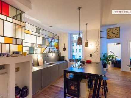 IMMOBERLIN: Kreativ kernsanierte Altbauwohnung in Designambiente mit Loggia