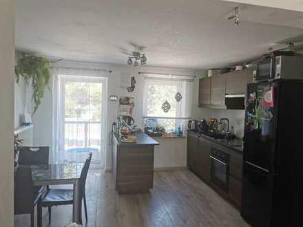 Gepflegte Maisonette-Wohnung mit 5 Zimmer/Küche 2 Bäder, Balkon, EBK und Garage in Dinkelscherben