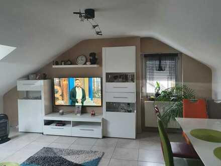 Gepflegte 2,5-Zimmer-Dachgeschosswohnung mit Einbauküche in Friolzheim