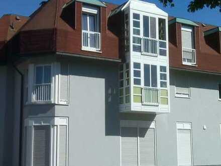 Gepflegte Dachgeschosswohnung mit vier Zimmern und Einbauküche in Gaggenau