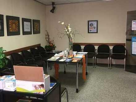 Gewerbefläche in Ärztehaus in zentraler Lage, geeignet für Praxis oder Büro