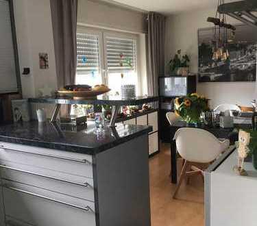 Gepflegte 3-Zimmer-Wohnung mit Balkon und Garten zur Nutzung und Pflege in Karlsruhe