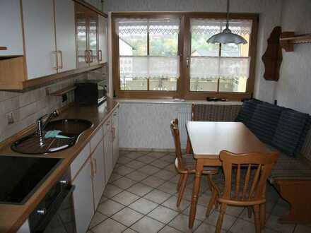 3-Zimmer-Wohn. plus Küche, gr. Essdiele u. Bad. Die Diele, das WZ ,SZ u. Küche sind vollmöbliert. Au