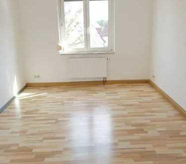 Schicke Wohnung für Singles und Paare mit perfekter Größe!!! + schicker Laminatboden + EBK möglich