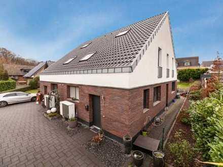 Moderne Doppelhaushälfte mit Garage und Garten in ruhiger Lage von Bedburg Hau zu vermieten!!