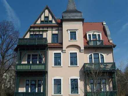 stilvolle 3-Raum-Wohnung mit Balkon in sanierter Villa
