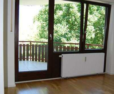 Helle 3-Zimmer-Wohnung mit Balkon in Poing