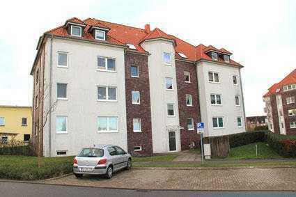3-Zimmer-Wohnung mit Balkon und Außenstellplatz