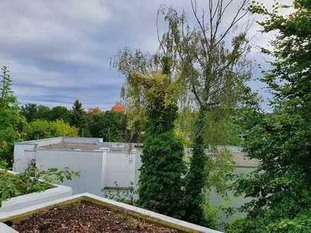 Wohnen am Koenigssee: renovierte Doppelhaushälfte mit Garage und Bootssteg!