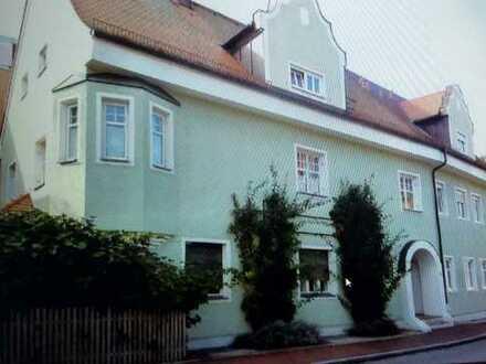Altbau, sanierte 3-Zimmer-EG-Wohnung im Stadtzentrum von Erding