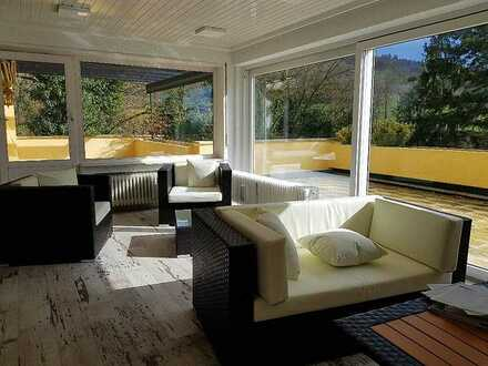 Exklusive Terrassenwohnung mit Balkon, Dachterrassen, Sauna, EKB, Garage