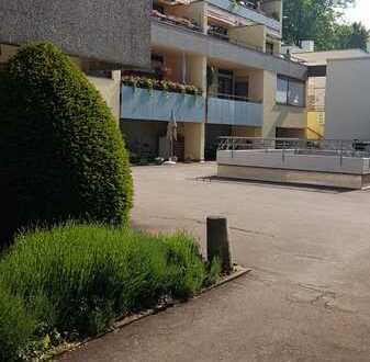 Gepflegte 1-Zimmer-Erdgeschosswohnung mit Terase und Einbauküche in Eislinger