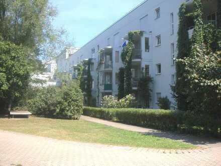 Hübsche und renovierte 1-Zimmerwohnung im Erdgeschoss mit Tiefgaragenstellplatz