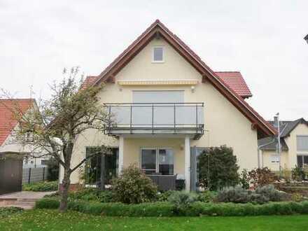 GANESHA-IMMOBILIEN...komfortable Dachgeschoss Wohnung zu vermieten !