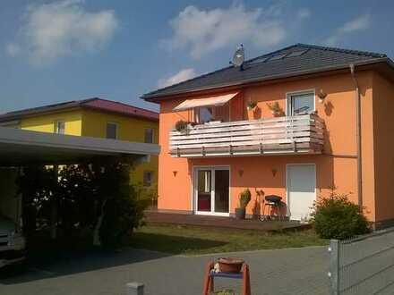 Gepflegte Wohnung mit fünf Zimmern sowie Balkon und Einbauküche in Hoppegarten