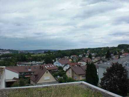 Gepflegte 2,5-Zimmer-DG-Wohnung mit Balkon, Terrasse und EBK in Pforzheim