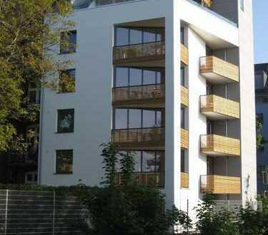 Stilvolle, neuwertige 4-Zimmer-Wohnung mit Balkon in Düsseldorf