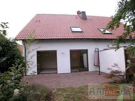 FLATmix.de / PB-Neuenbeken / Modernes Haus (DHH, Bj.99) über 3 Ebenen mit Terrasse und Garten...
