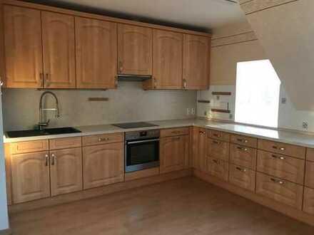 Großzügige Wohnung / Preis VB / auch für gewerbliche Nutzung / WG