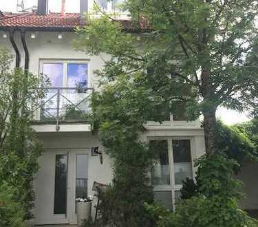 CASACONCEPT Moderne sonnige Doppelhaushälfte Bogenhausen in ruhiger Wohnstraße