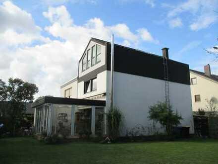 Familienfreundliche modernisierte Doppelhaushälfte (6 Zimmer) m. Wintergarten u. großem Sonnengarten