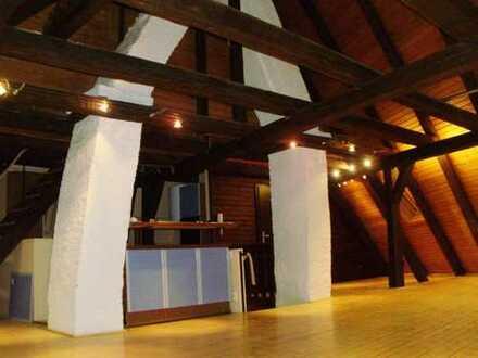 Dachgeschoss-Atelierwohnung in Schwandorf