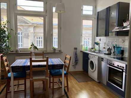 Attraktive 1-Zimmer-Altbauwohnung mit großer Wohnküche in bester Lage